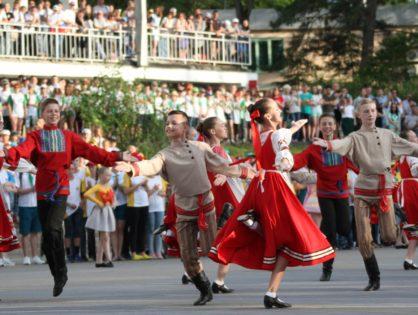 Почти 3500 детей Всероссийского Детского Центра «Орлёнок» собралось на открытии российского этапа чемпионата мира по мотокроссу – MXGP of Russia.