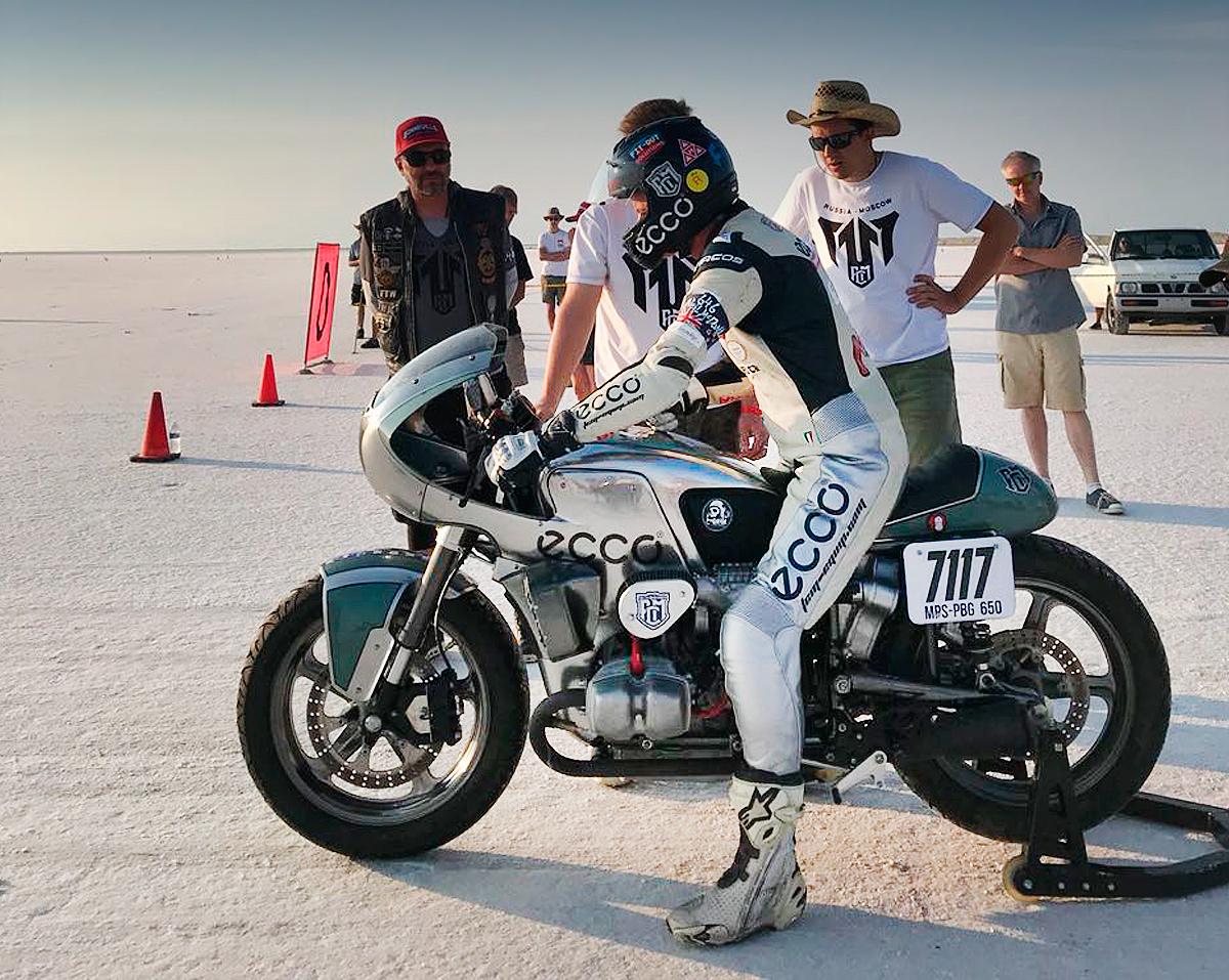 Российские мотогонщики ставят рекорды скорости на легендарном озере Бонневилль!